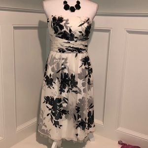 Ann Taylor 10P Black/White Floral Dress